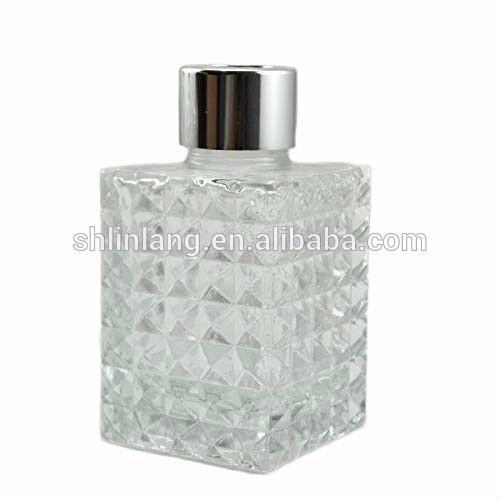 cd6c2c251fb4 China Ougual Diamond Emboss Square Glass Diffuser Bottles 9.5cm High ...